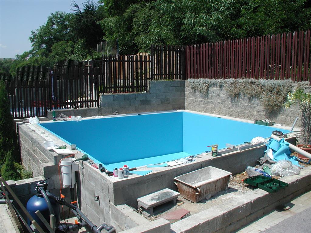 Zahradní bazén se schody, Brno